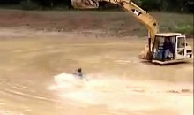 Redneck Mudhole Water Skiing (Video)