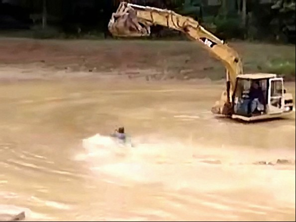 Redneck Mudhole Water Skiing