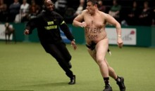 Streaker Hits the Dog Show (PICS)