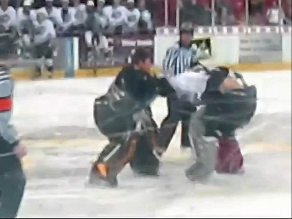 USHL Goalie Fight