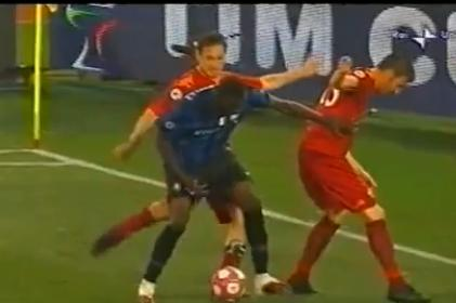 totti kicks balotelli