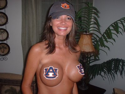 College-Sports-Hottest-Female-Fans-33.jpg