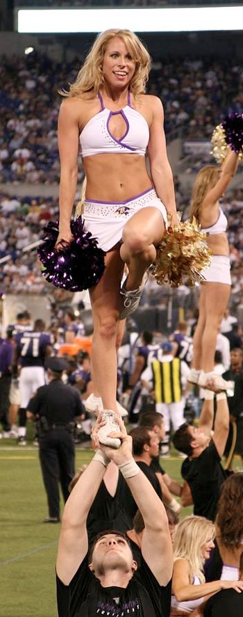 katie-mayfield-ravens-cheerleaders-lift