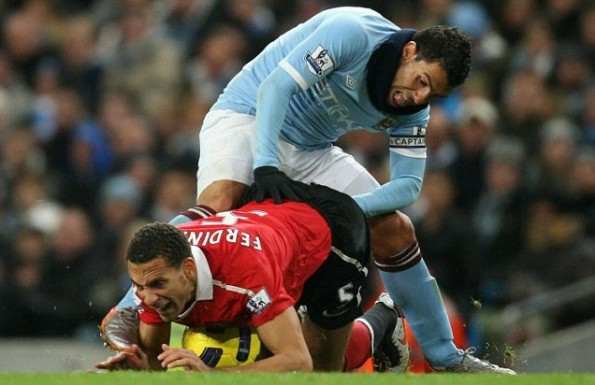 tevez elbow deep in ferdinand
