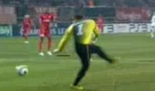 Swing-And-A-Miss For Twente's Keeper (Video)