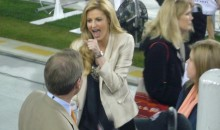 Picture Of The Day: Erin Andrews Gives A Sideline Demonstration