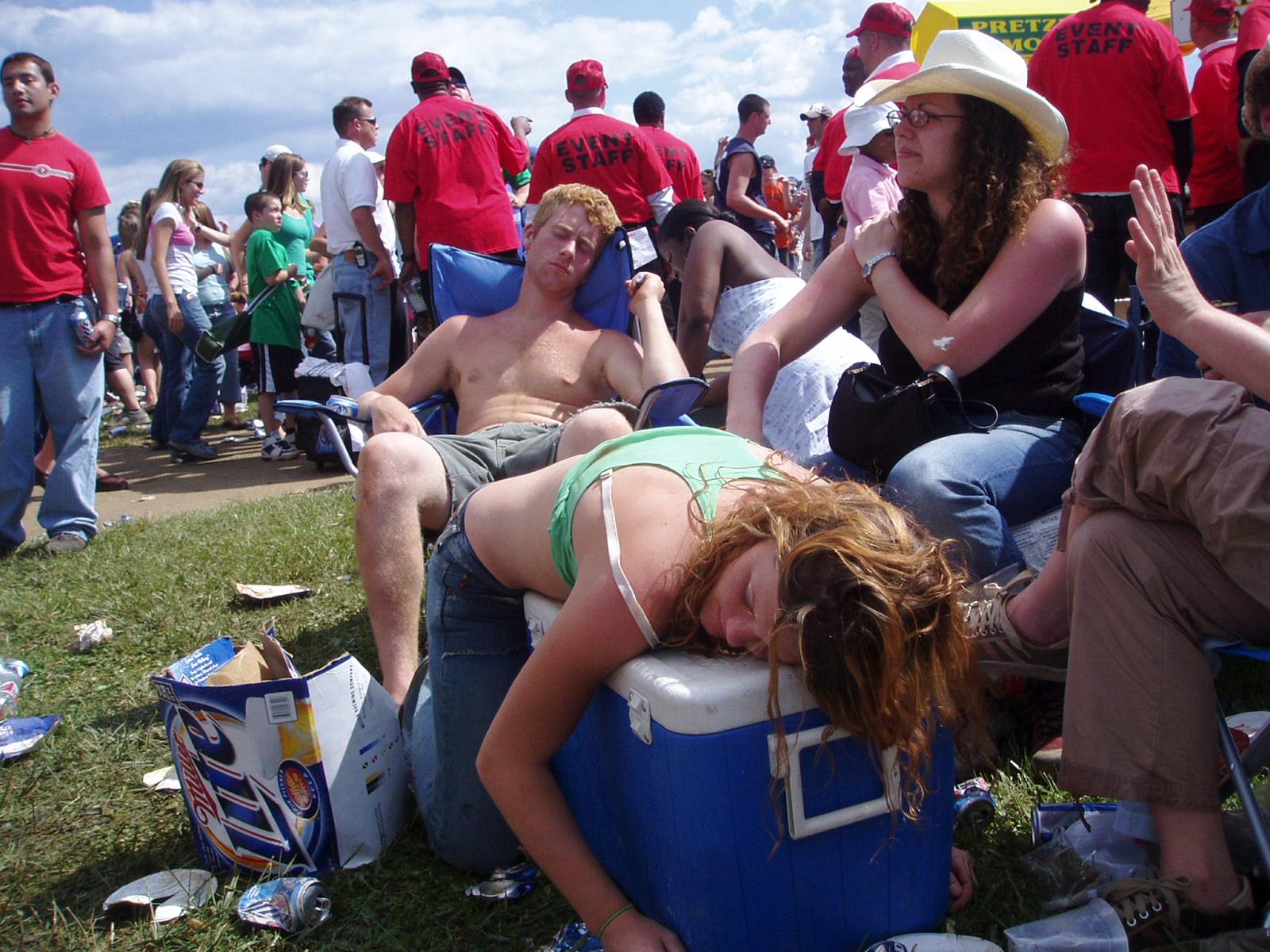 Сайт о пьяных женщинах, Фотографии Пьяные девушки 3 альбома ВКонтакте 1 фотография