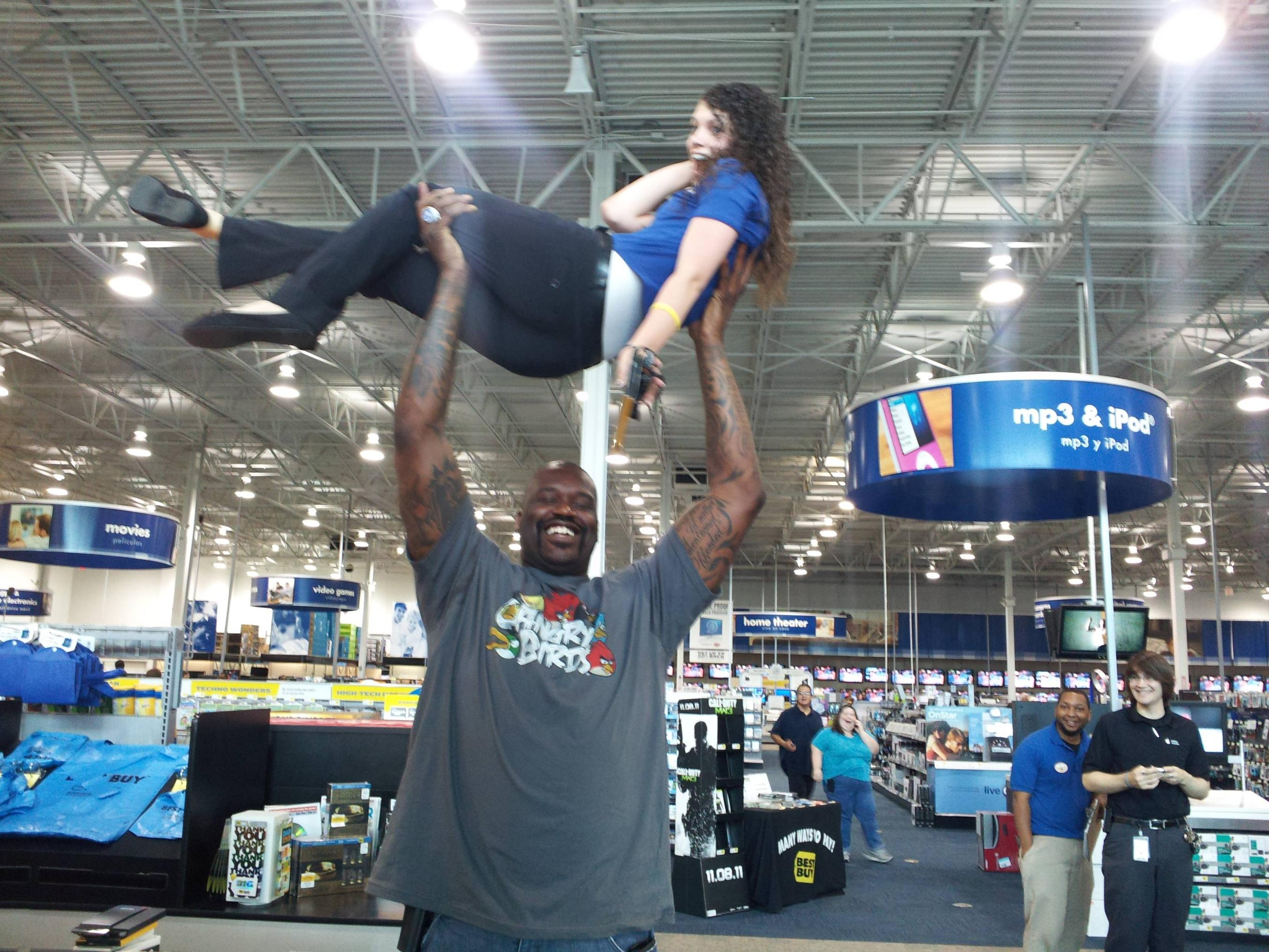 shaq holding a retail employee : shaqholdingthings