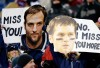 http://www.totalprosports.com/wp-content/uploads/2011/12/Brady-Welker-signs-in-New-England-520x338.jpg