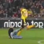 Esteban Alvarado attacks pitch invader