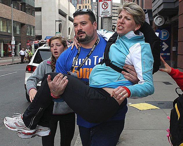 Joe Andruzzi Helping Victims.