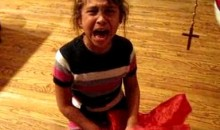 Cubs Pillow Makes Daughter Cry On Christmas (Video)