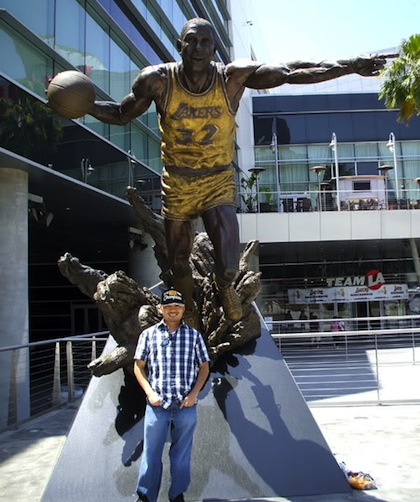 #11 magic johnson statue