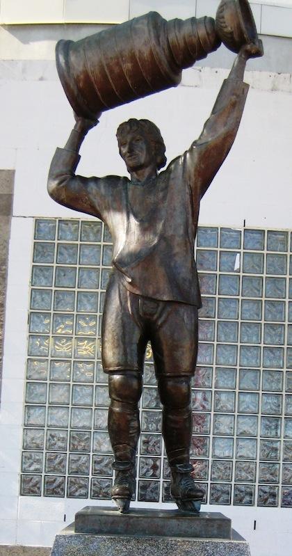 wayne gretzky statue rexall place