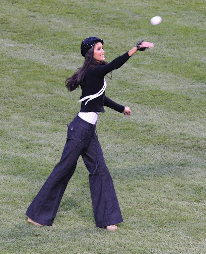 #19 jaslene gonzalez orioles first pitch 2007