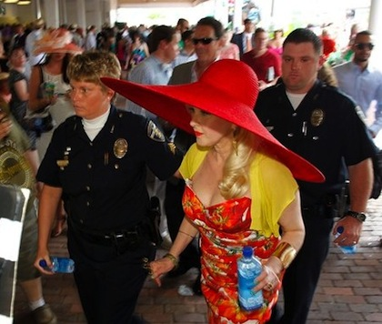 #15 cyndi lauper huge red hat kentucky derby 2012