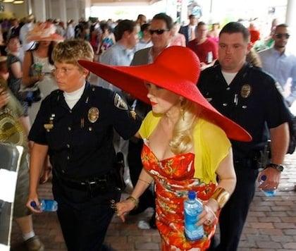 #15 cyndi lauper huge red hat kentucky derby 2012