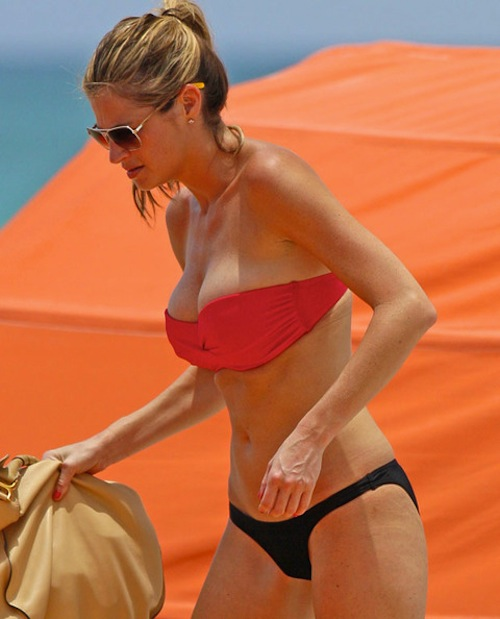 erin-andrews-bikini-miami-4