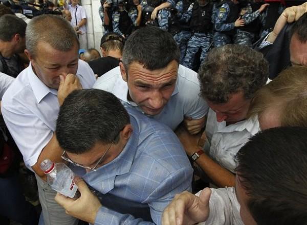 kiev protest 5 vitalki klitschko