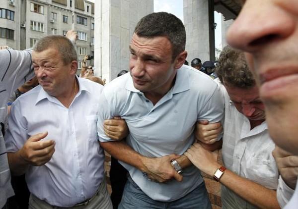kiev-protest-6-vitalki-klitschko