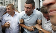 Heavyweight Champ Vitali Klitschko Sprayed With Teargas In Kiev Demonstration (Pics & Video)
