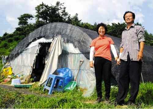11. Yang Hak-seon parents home