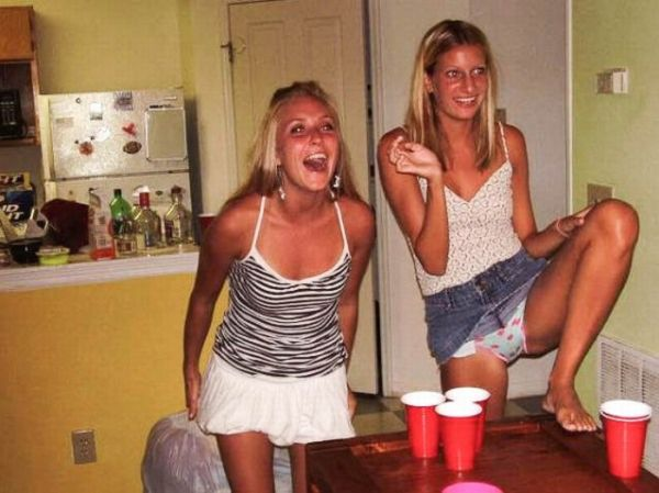 Sexy Girls Playing Beer Pong (Gallery) | Total Pro Sports