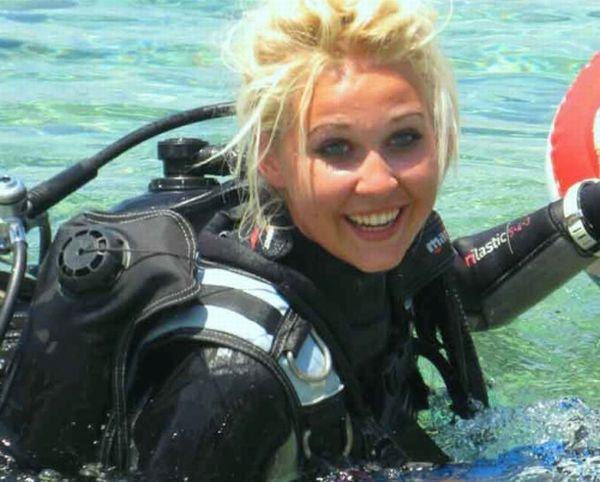 sexy nude babes scuba diving