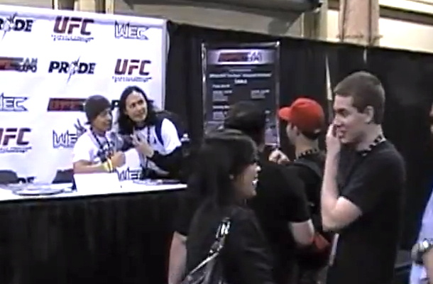 fans at ufc fan expo in vegas pranked by fake ufc fighter