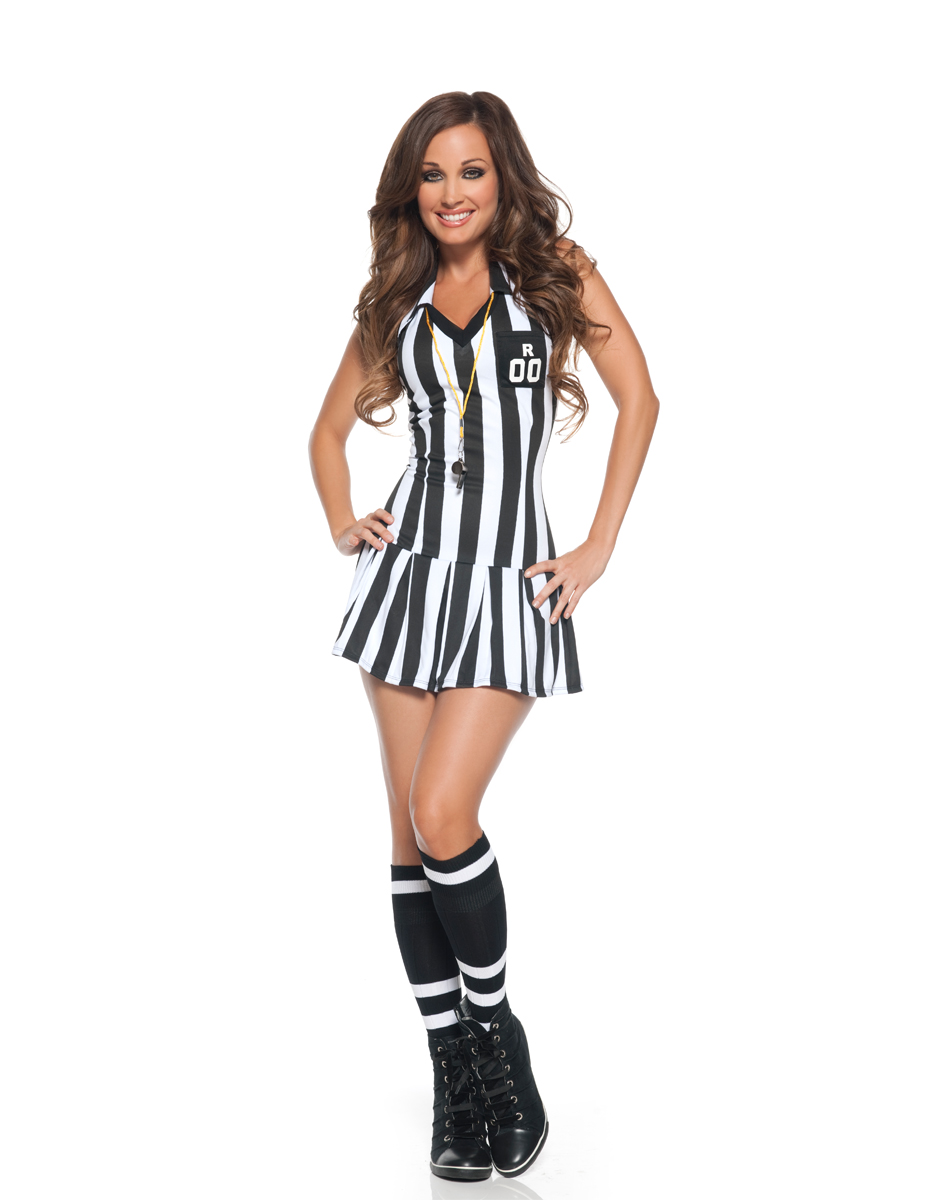 sexy referee girl given blowjob