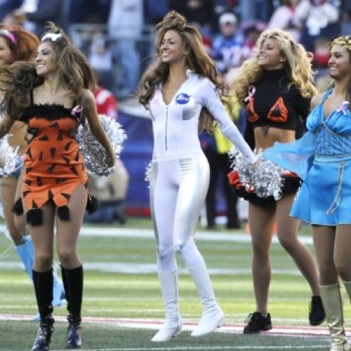 18 Sexy Astronaught - NFL Cheerleaders Halloween Costumes