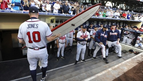 chipper-jones-retirement-gift-padres-surfboard