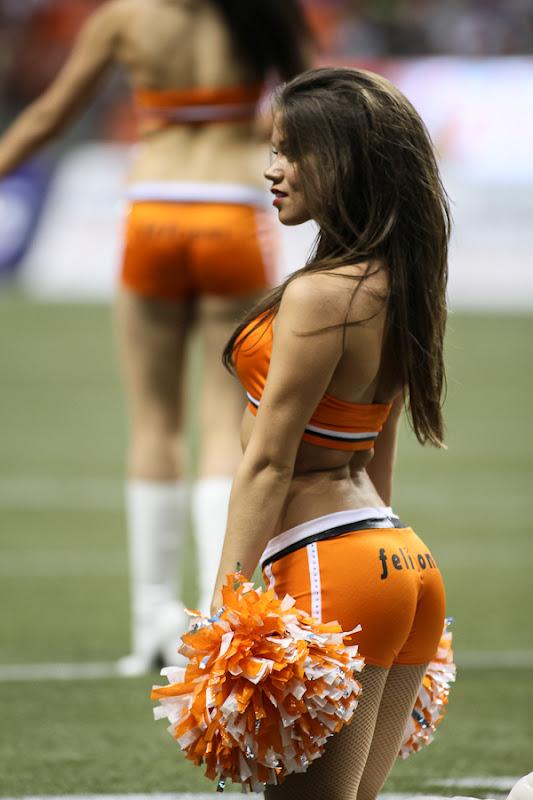 2-BC-Lions-Felions-Cheerleader-Mackenzie-Hottest-CFL-Cheerleaders