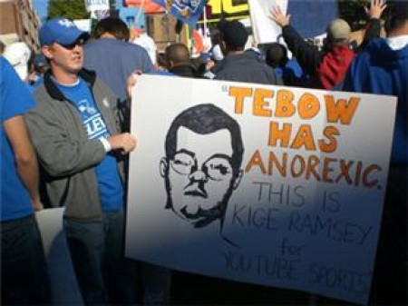 19 great funny ESPN college gameday signs - tebow has anorexic
