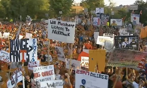 6 great funny ESPN college gameday signs - will muschamp listens to nickleback