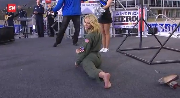 charissa-thompson-splits.jpg