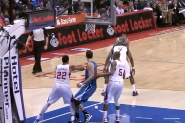 clippers matt barnes vicious elbow