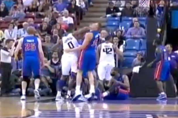 thomas robinson vicious elbow NBA