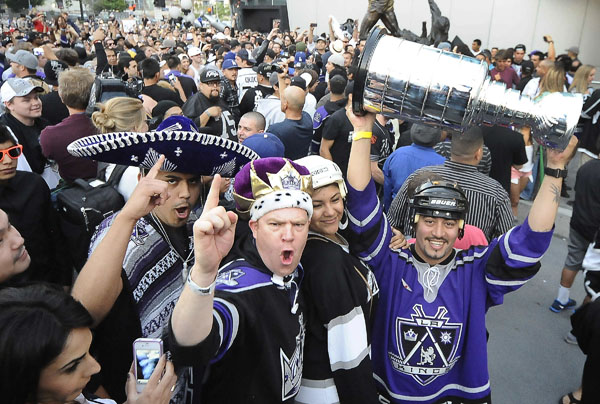bandwagon-kings-fans.jpg