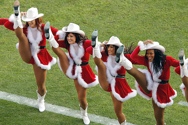 25 Naughty Cheerleaders Dressed As Santa