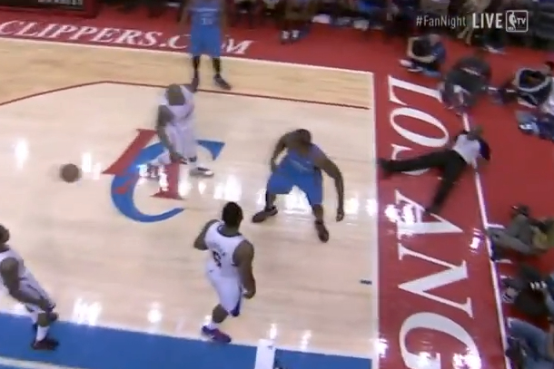 caron butler block hits ref in face