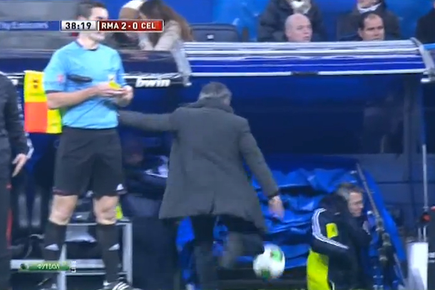 jose mourinho goes nuts on sideline