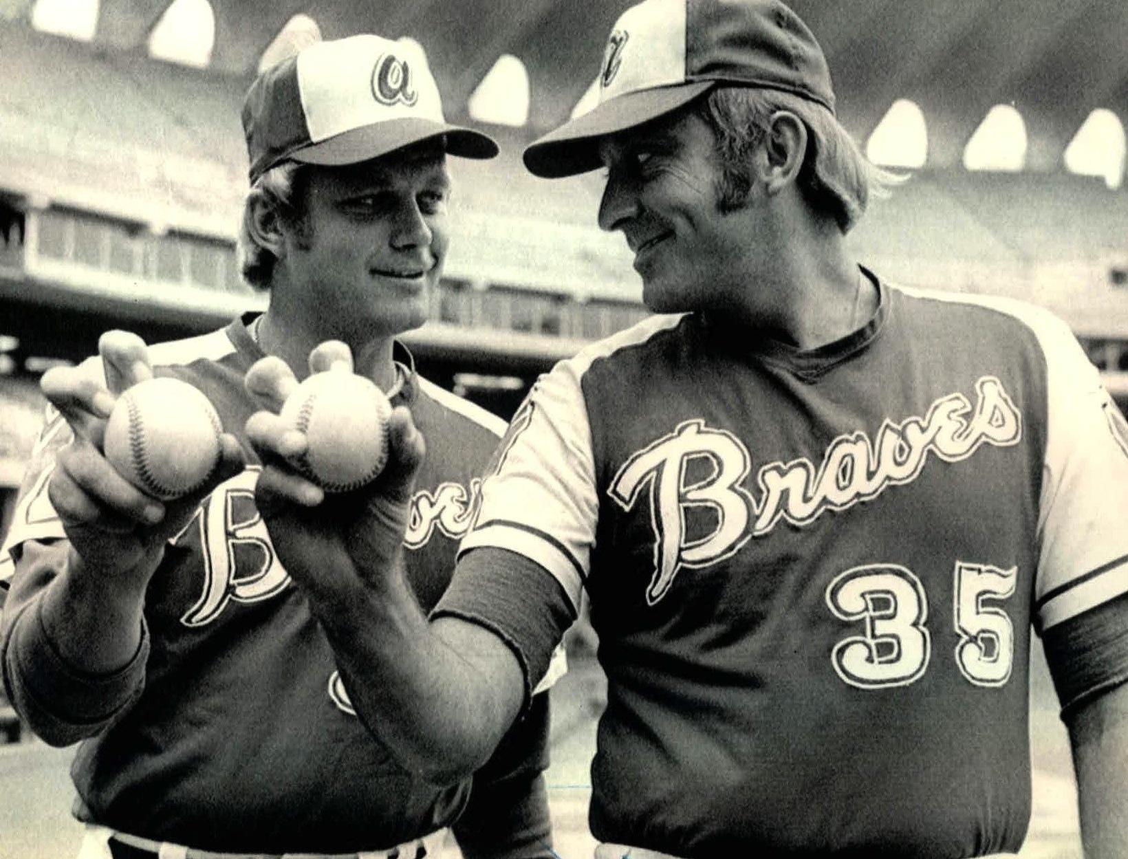 phil and joe niekro braves - baseball brothers same team