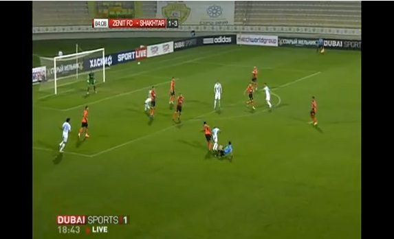 referee tackle zenit player