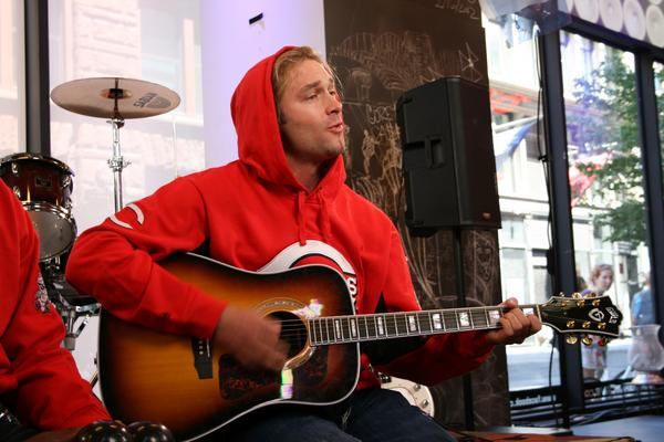 13 bronson arroyo playing guitar - athletes who were musicians