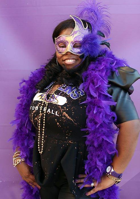 14 ravens fan mardi gras costume 2 - crazy super bowl xlvii fans