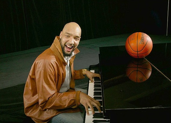 18 drew gooden playing piano - athletes who were musicians