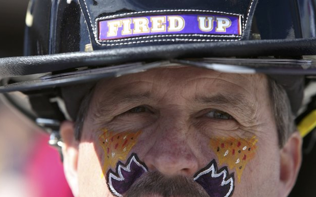 23 ravens fireman face pain - crazy super bowl xlvii fans