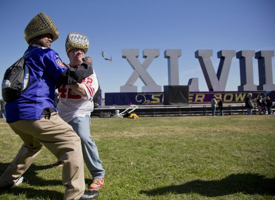 25 super bowl fans with ring hats fighting - crazy super bowl xlvii fans