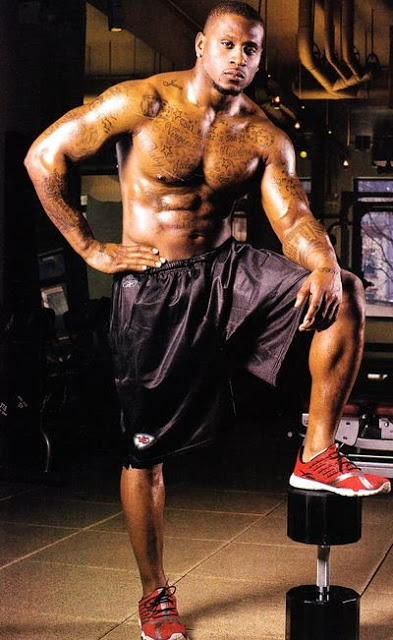 43 thomas jones (chiefs) - fittest bodies in sports